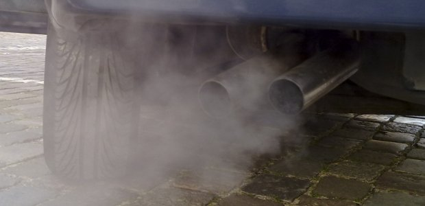 Walka ze smogiem: Róża Thun za zwiększonym nadzorem rynku motoryzacyjnego